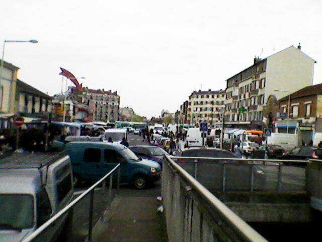 Jour de marché aux Quatre Routes de La Courneuve.