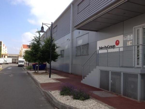 Entrée d'un data center de Telecity Group, à Aubervilliers (JL).