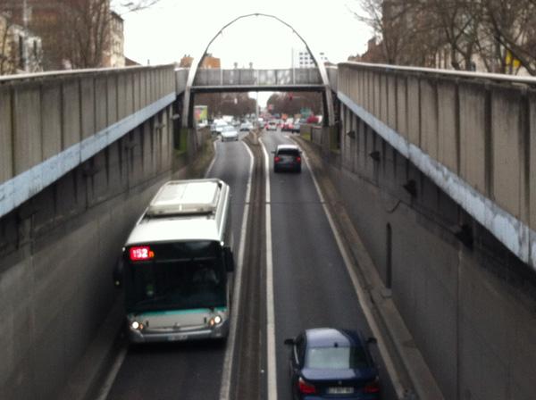 Un bus de la ligne 152 empruntant le souterrain pour éviter le PDU du 8 mai 1945 !